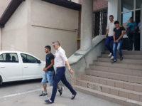 Judecătoria Sebeș a decis ca tinerii care au violat și tâlhărit o minoră, pe o pășune de lângă Daia Română, să fie eliberați din arest și plasați sub control judiciar