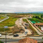 Trafic deviat pe DN 1, în zona localității Lancrăm, pe sensul de mers dinspre Alba Iulia înspre Sebeș. Se montează 50 capace de canal și se reface covorul asfaltic