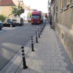 Propunere pentru primarul Dorin Nistor: În municipiul Sebeș să fie montați stâlpi de delimitare, între trotuare și spațiul carosabil