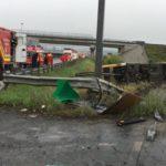 Un autobuz cu peste 30 de pasageri s-a răsturnat în afara carosabilului pe Autostrada A1, lângă Sibiu