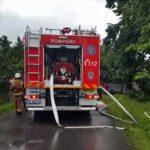 Intervenție a pompierilor militari din Sebeș la Strungari, după ce un arbore a căzut peste linia de alimentare cu energie electrică și a luat foc